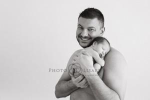 neonata in braccio al papà servizio fotografico