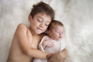 fratello maggiore e neonato